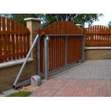 Samonosná posuvná brána - pravá , max. šíře průjezdu: 2,5m